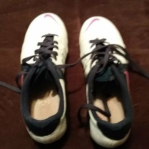 Nike size 8 Cleats white with navy